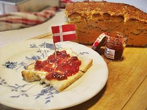 Dänisches Weißbrot mit Marmelade