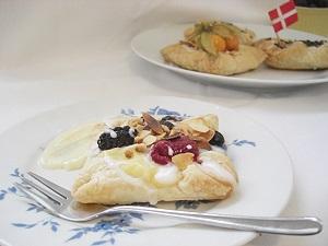 schwedischer Käsekuchen mit Früchten