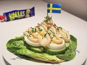 Schwedisches Smörgås mit Ei & Kalles Kaviar Creme
