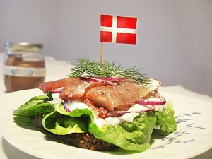 dänisches Smörrebröd mit Heringen